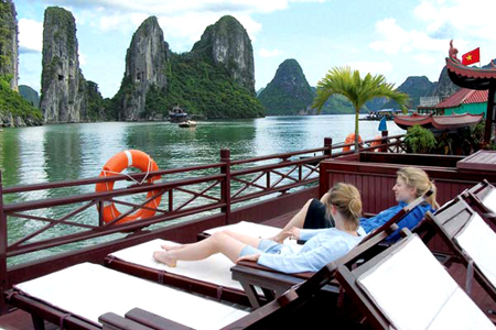 Should I travel Ha Long Bay at any time of the year ?
