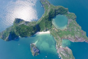 Dragons-eye-Island-bai-tu-long-bay.jpg